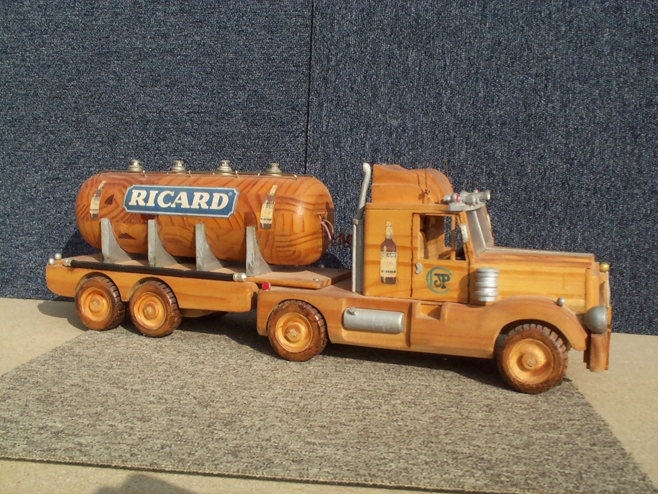 camions maquette en bois cabrera. Black Bedroom Furniture Sets. Home Design Ideas