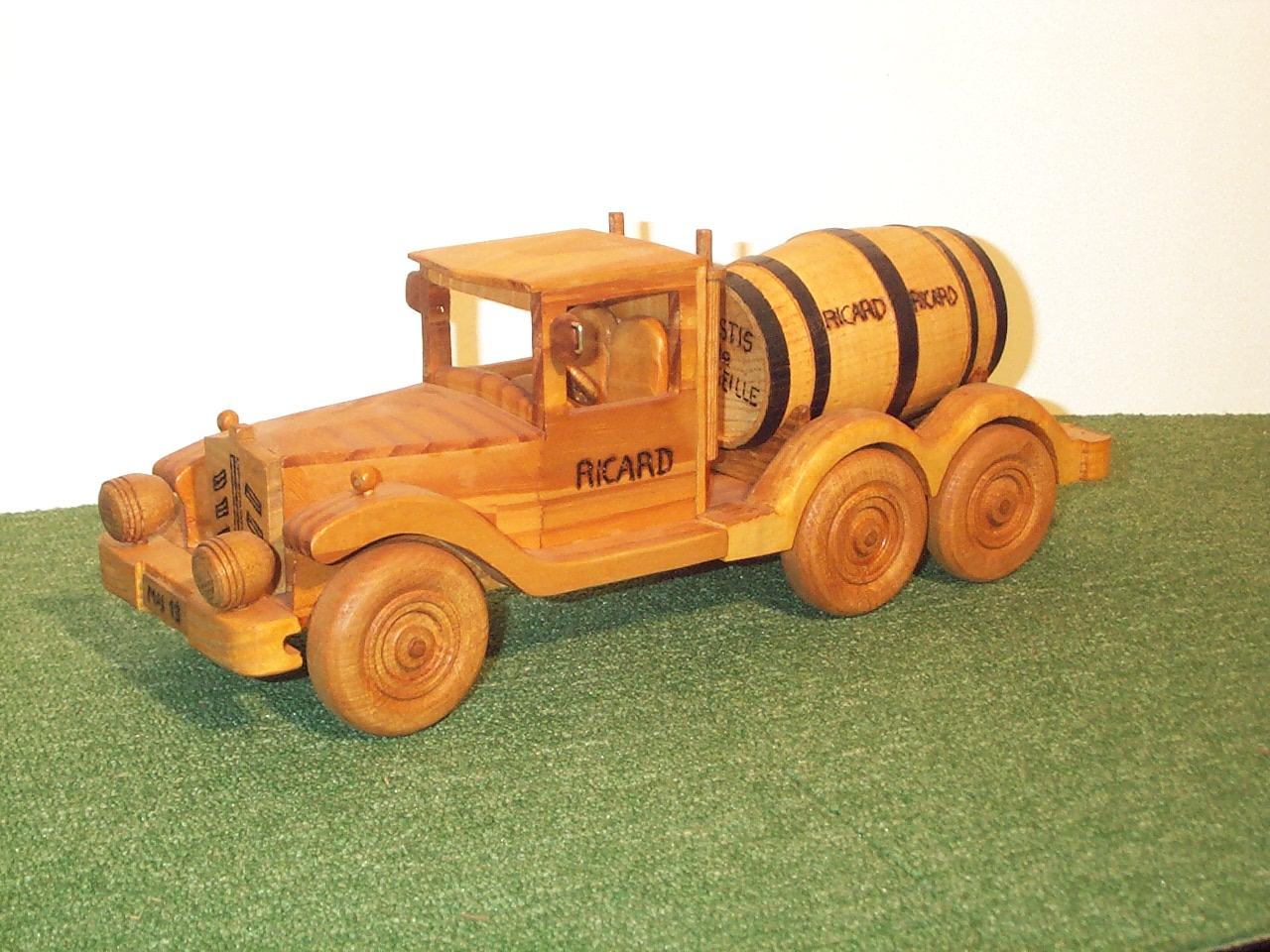 Vieux camion Ricard